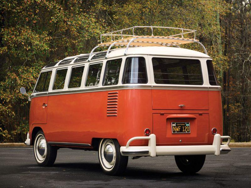 Вид сзади Volkswagen Typ 2 Samba
