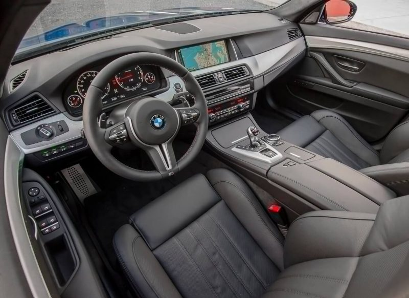 Фото салона BMW M5