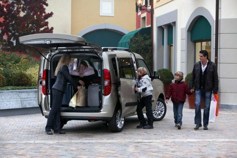 Fiat Doblo 2 поколения вид сзади