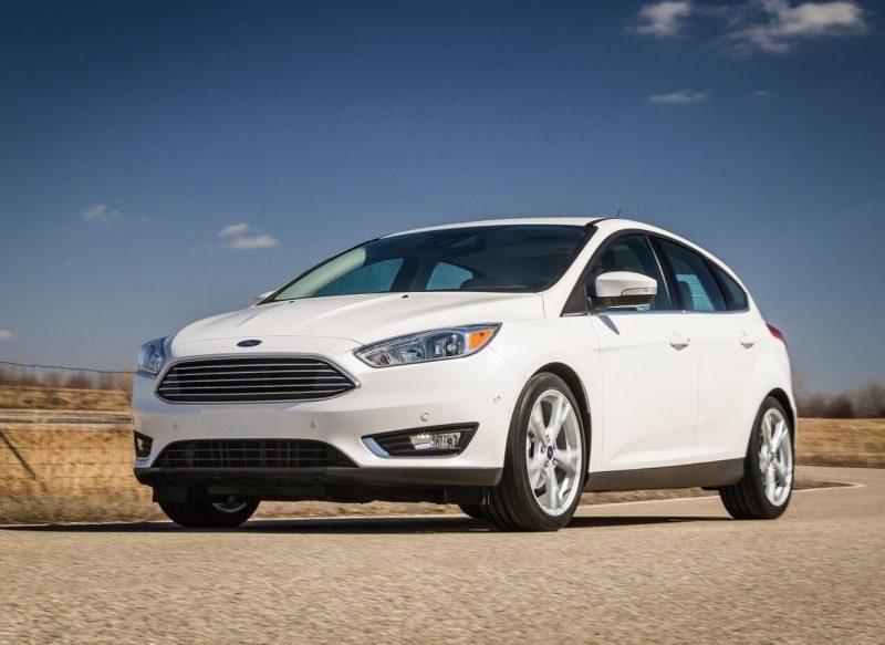 Вид спереди Ford Focus