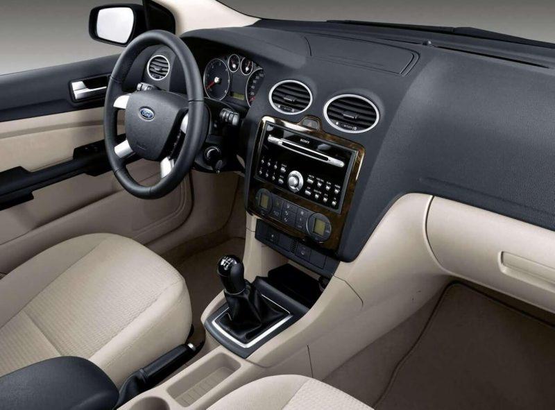 Интерьер Ford Focus 3door
