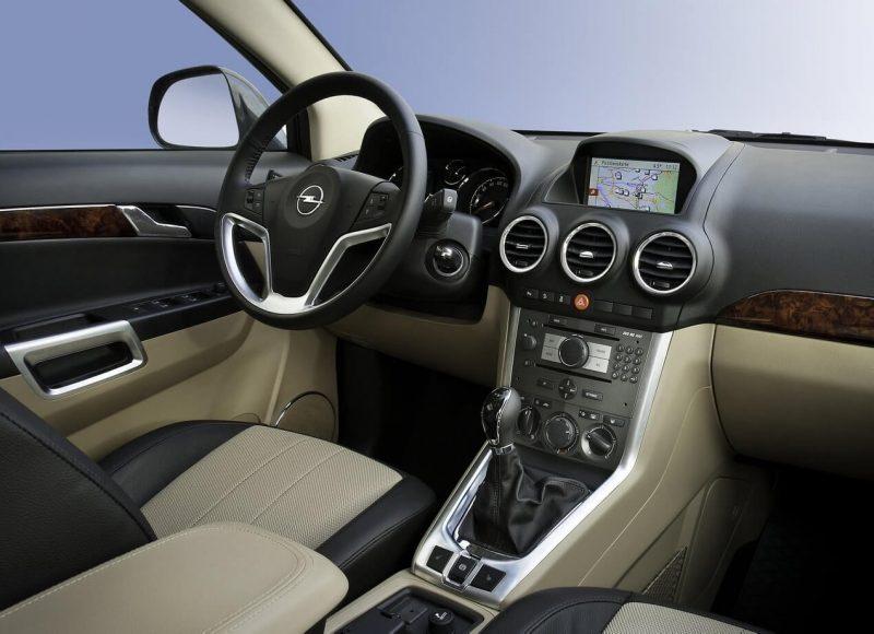 Opel Antara салон