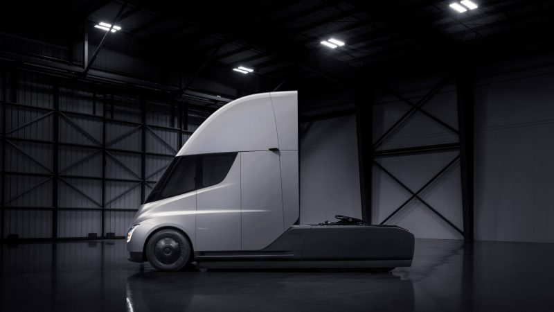 Вид сбоку Tesla Semi