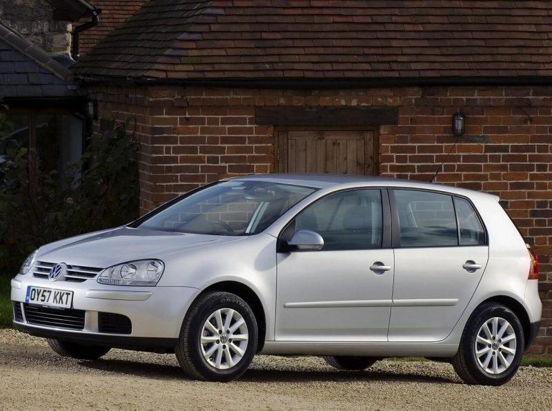 Volkswagen Golf 5 вид сбоку