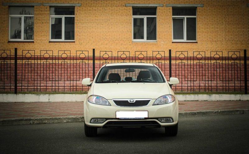 Вид спереди Daewoo Gentra