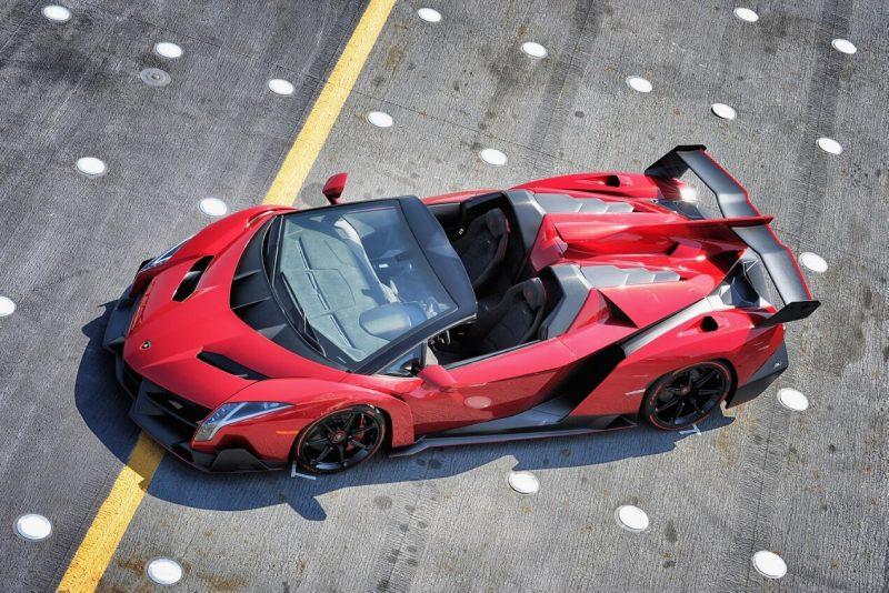 Авто Lamborghini Veneno Roadster
