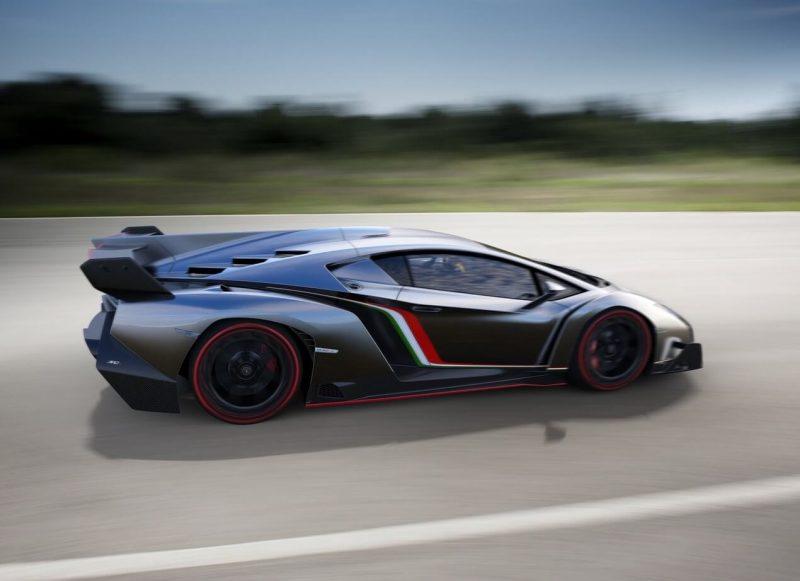 Вид сбоку Lamborghini Veneno