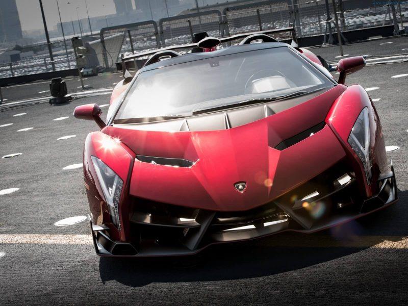 Вид спереди Lamborghini Veneno Roadster