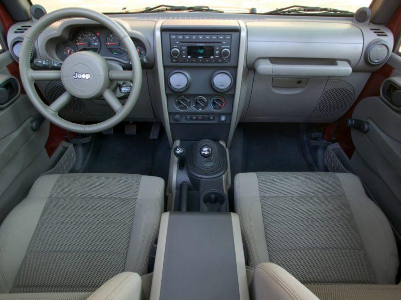 Салон Jeep Wrangler III