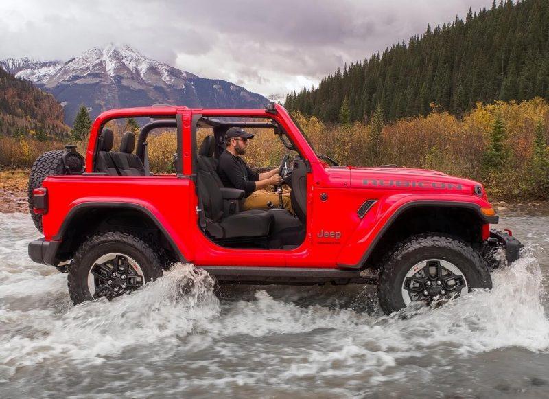Jeep Wrangler IV вид сбоку