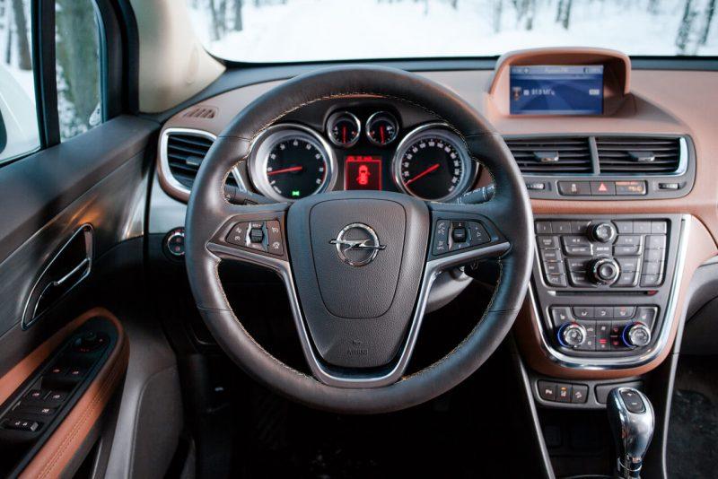 Opel Mokka панель приборов