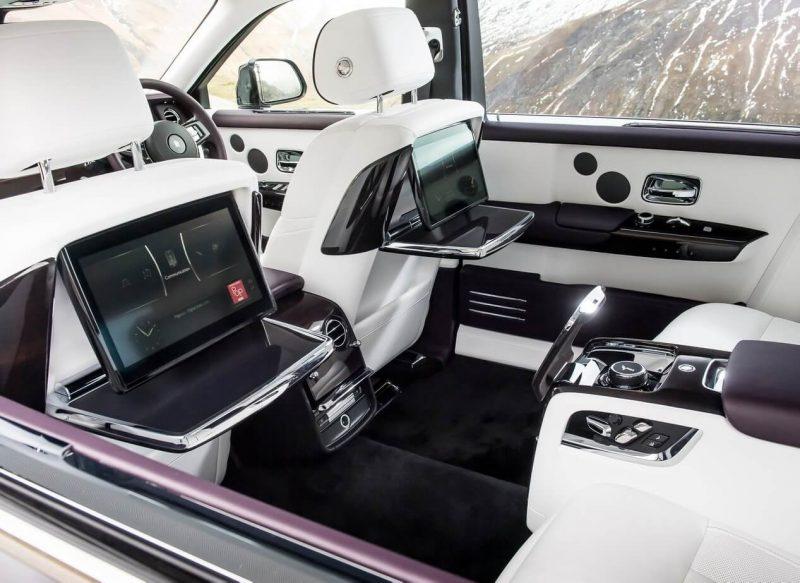 Дисплей Rolls-Royce Phantom VIII