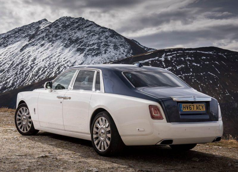 Вид сзади Rolls-Royce Phantom VIII
