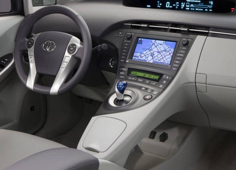 Toyota Prius III салон