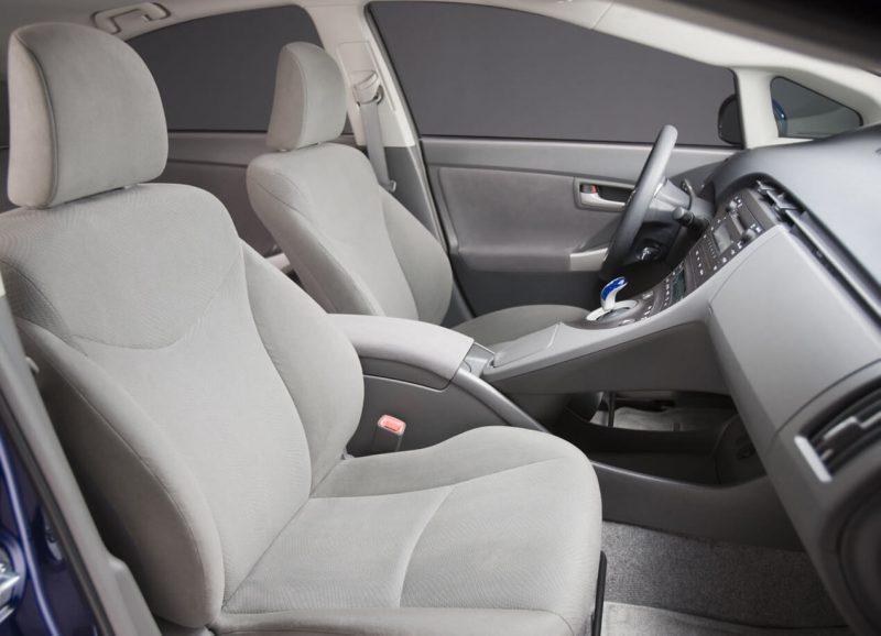 Передние кресла Toyota Prius III