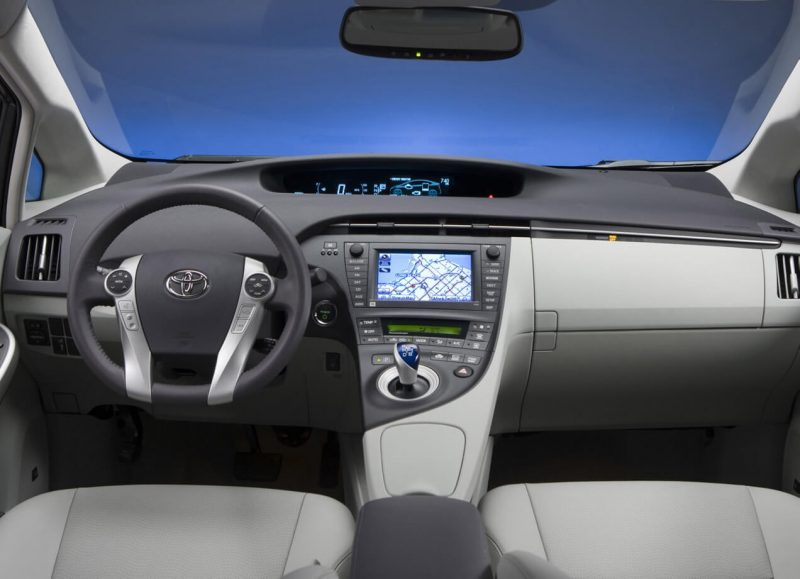 Салон Toyota Prius III