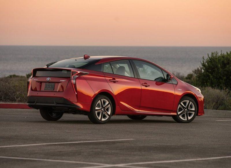 Toyota Prius 4 фотография
