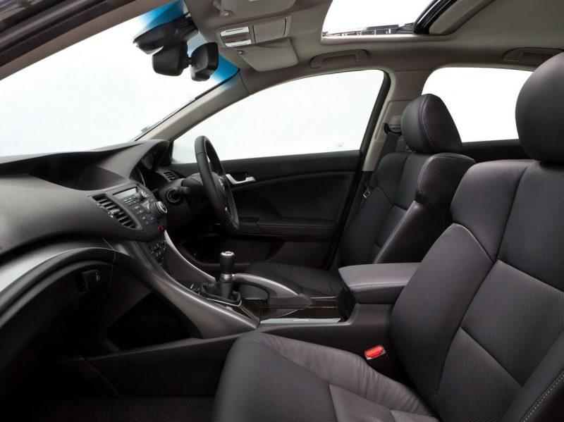 Передние сиденья Honda Accord VIII