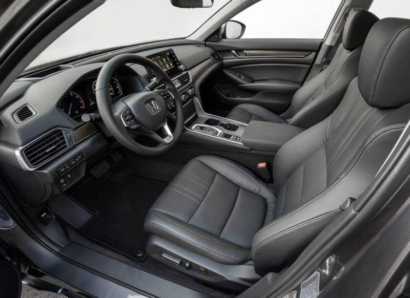 Передние сиденья Honda Accord X