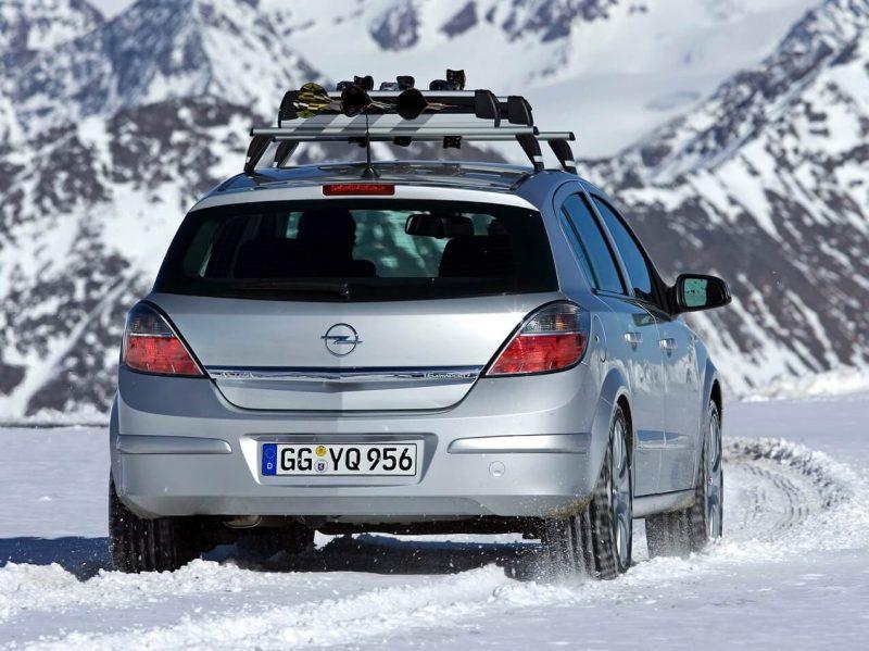 Вид сзади Opel Astra H