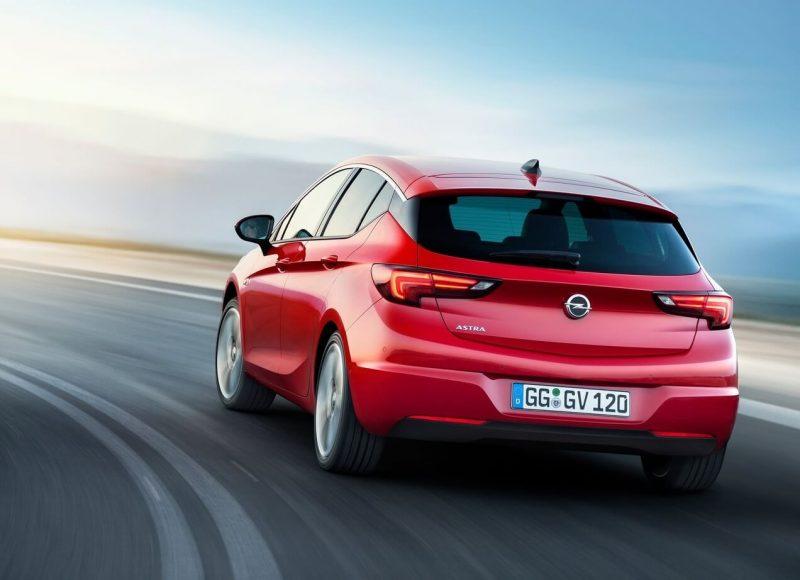 Opel Astra K вид сзади