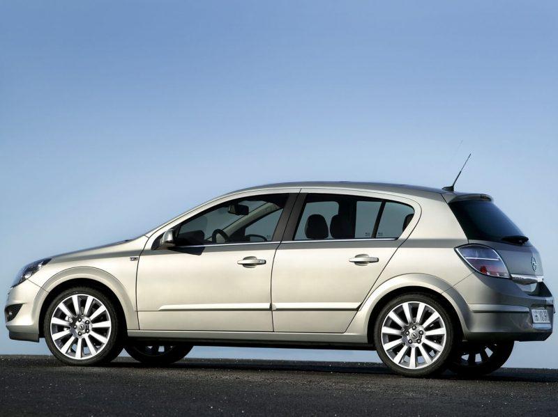 Вид сбоку Opel Astra H