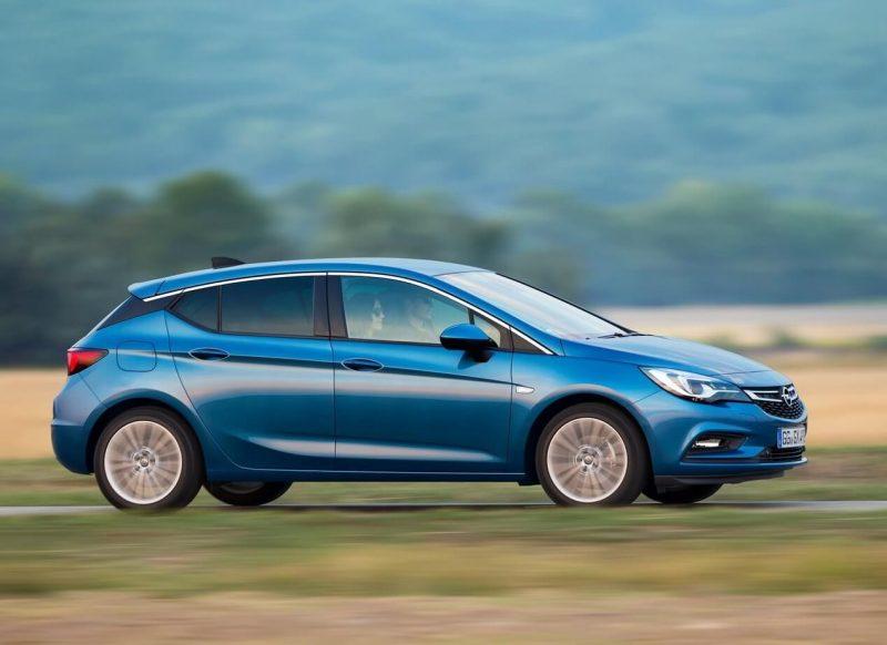 Opel Astra K вид сбоку