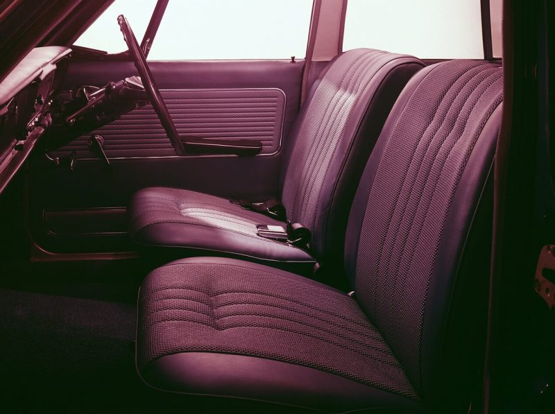 Передние сиденья Nissan Skyline 1500