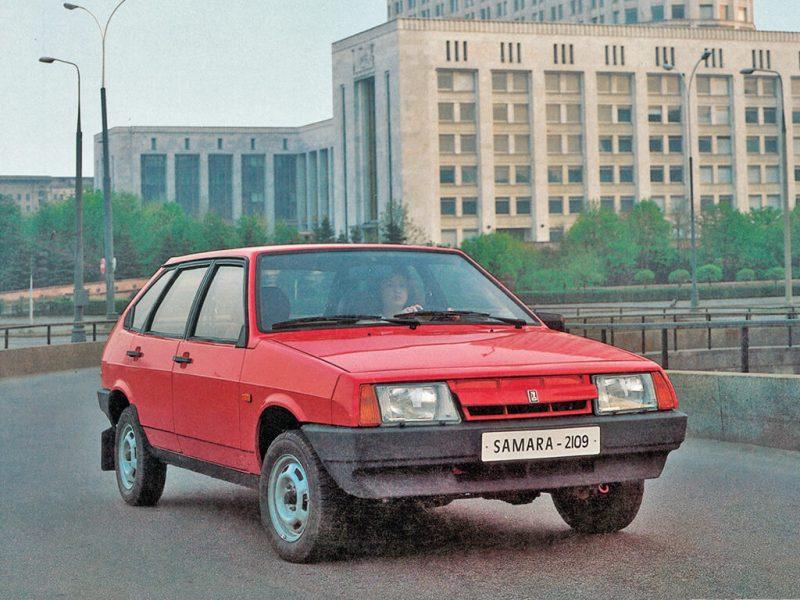 Вид спереди ВАЗ-2109