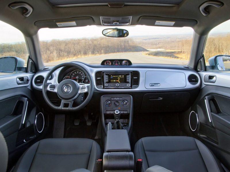 Volkswagen Beetle 3 интерьер