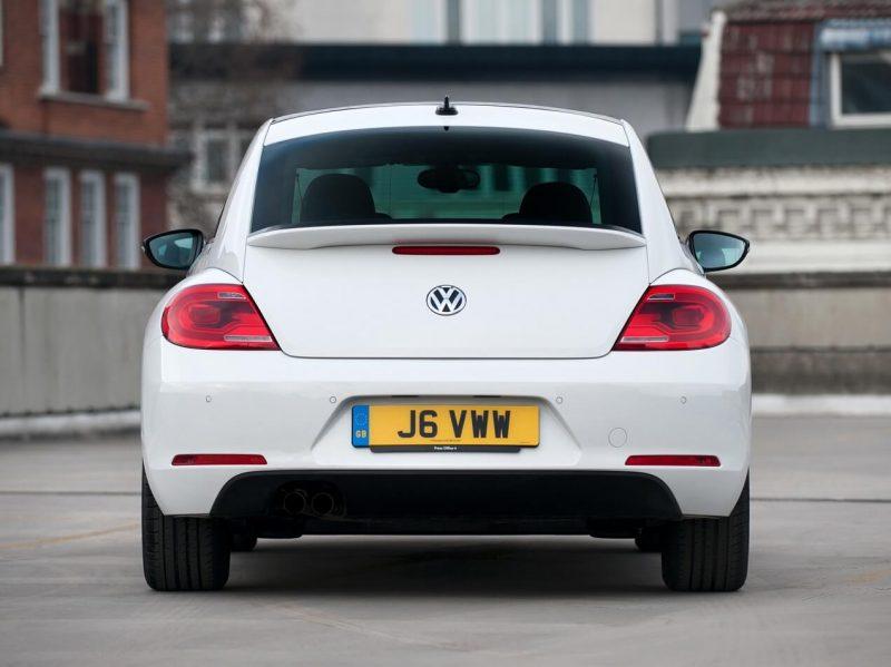 Volkswagen Beetle 3 вид сзади