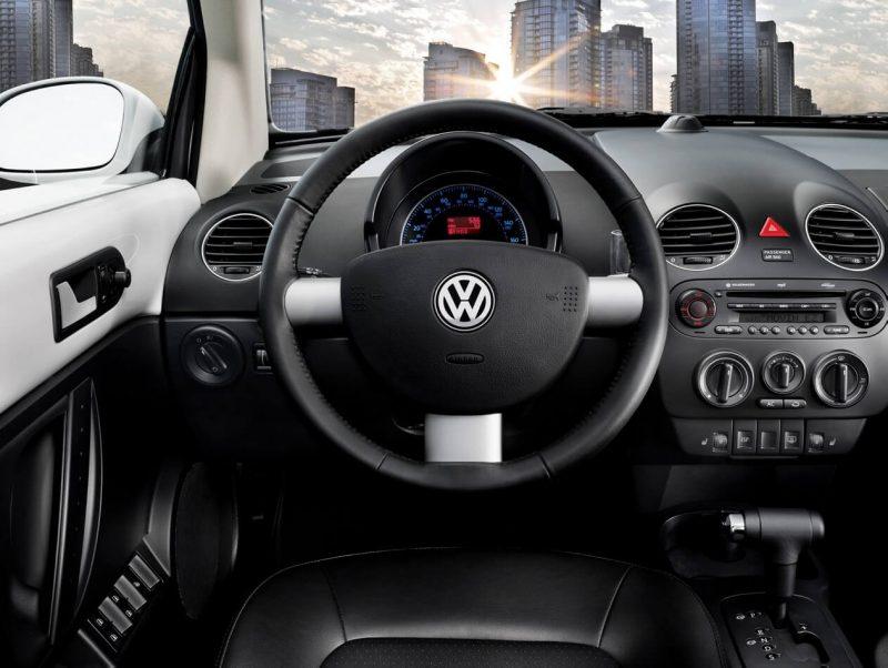 Фото салона Volkswagen New Beetle