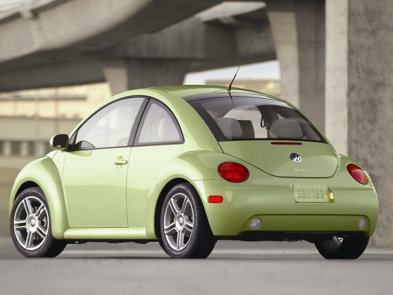 Volkswagen New Beetle вид сзади