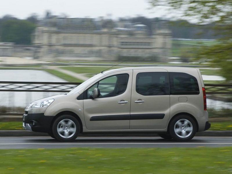 Вид сбоку Peugeot Partner II поколения