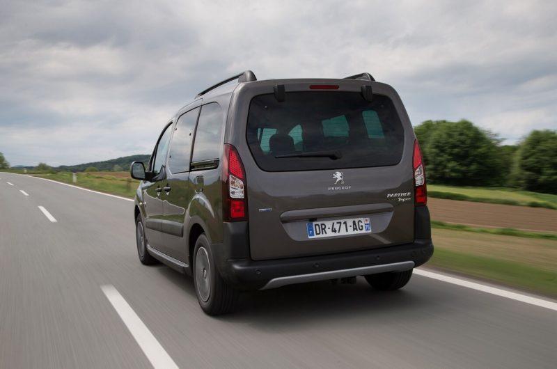 Peugeot Partner II вид сзади