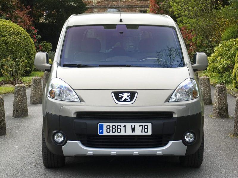 Вид спереди Peugeot Partner II поколения