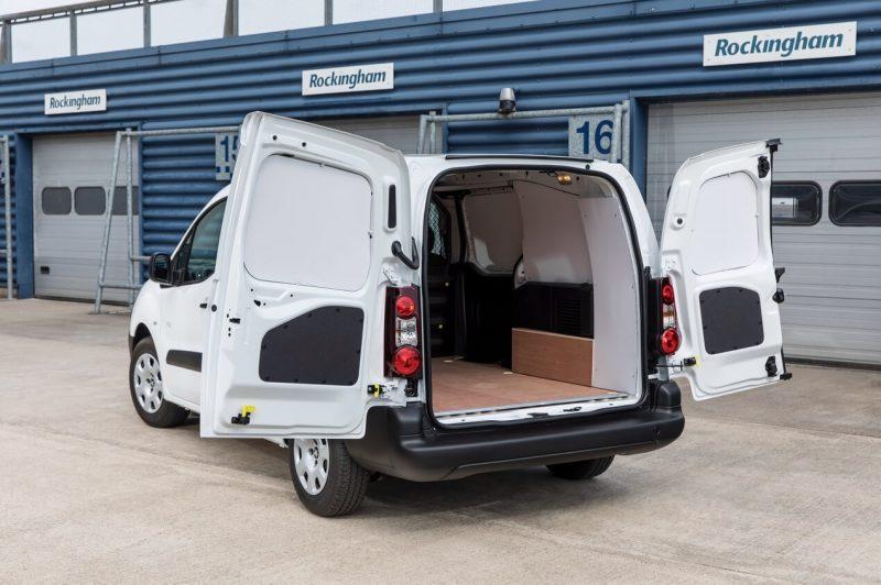 Вид сзади Peugeot Partner Van Long Electric