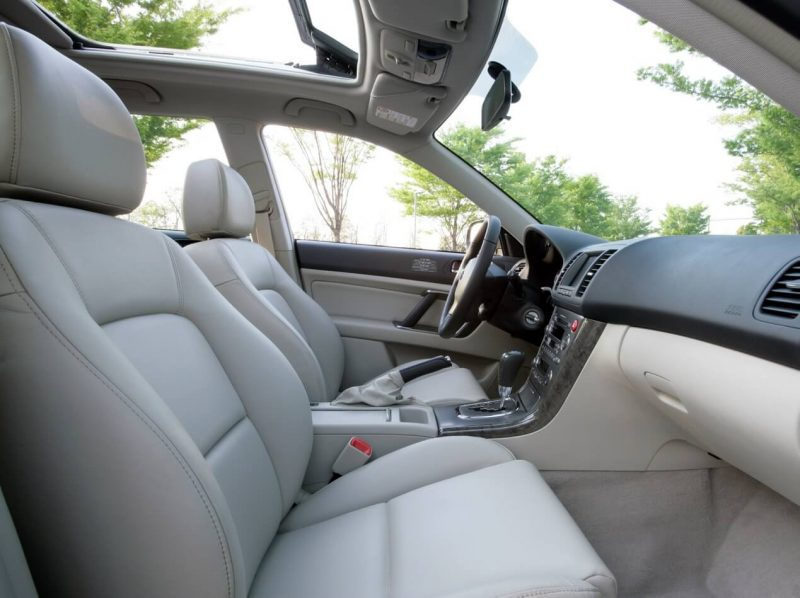 Передние кресла Subaru Outback 3