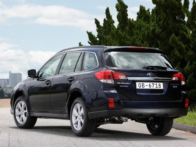 Вид сзади Subaru Outback IV
