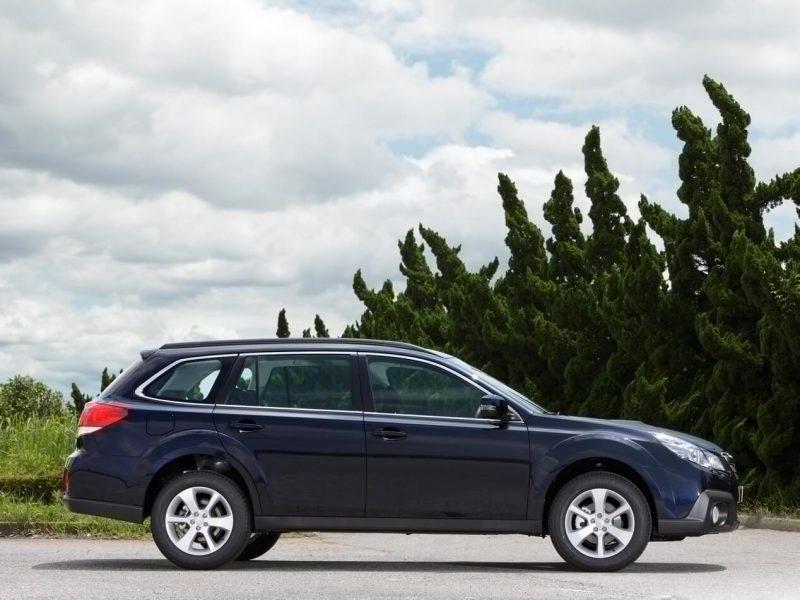 Вид сбоку Subaru Outback IV