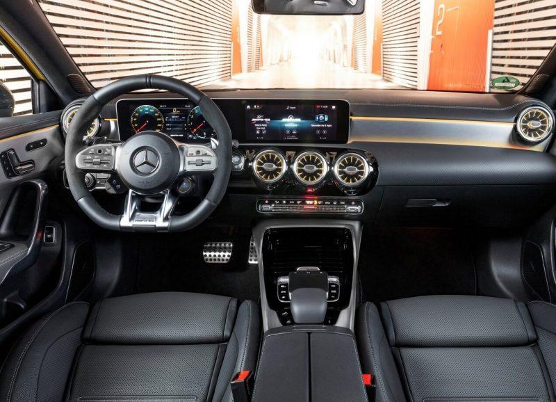 Салон Mercedes-Benz A35